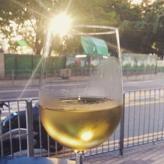 The Holygrail Sunshine and Wine Sunwine AfterWorkDrink Lonelywineland Stgermain Happyvalley Itsfridaybitcheez Chardonnay Hot