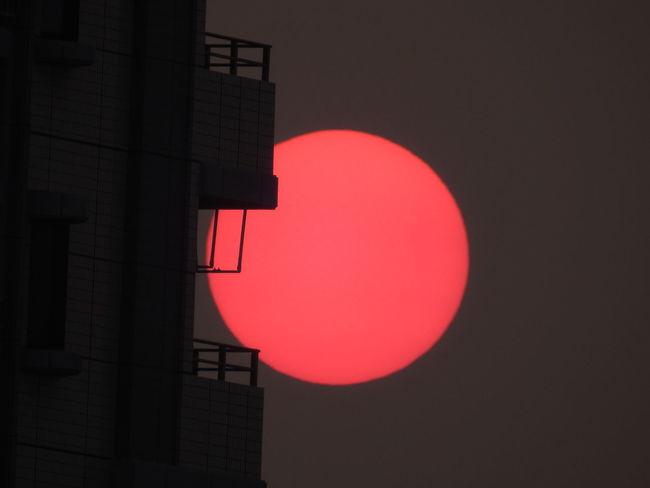 The beauty of this setting sun is not word 😍 この夕陽の美しさは言葉には出来ない😊 6階の我が家からGet 😊 Sunset Sunset Love EyeEm Best Shots Mytown Silhouette EyeEmBestPics EyeEm Nature Lover Emyem Best Fotoshoot Eyeemphotography Kokurakitaku Kitakyusyu Fukuoka Japan