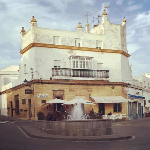 SPAIN Andalucía Andalusia Conil De La Frontera Conil Urban Urbanphotography Old Buildings Old Magic Fountain Fountain Summer Holiday Holidays Streetphotography Streetcafe Cafe