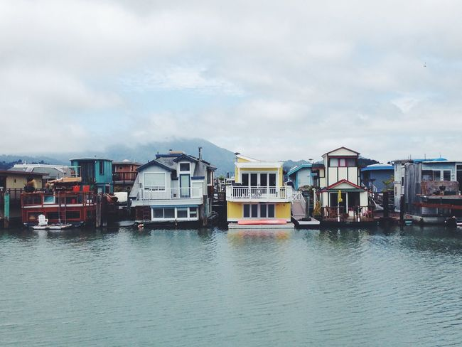 Gimme one House Boats 🏠🚤 Hello World