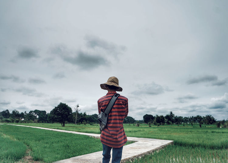 Go to Heaven Beauty In Nature Casual Clothing Cloud - Sky Grass Nature Outdoors People Rear View Scenics Lost In The Landscape Go Higher A New Beginning