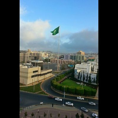 وسط مدينة أبها ويظهر أكبر علم سعودي @iaseeer @iabha Iaseeer Hesabatjnobia Abha  تصويري