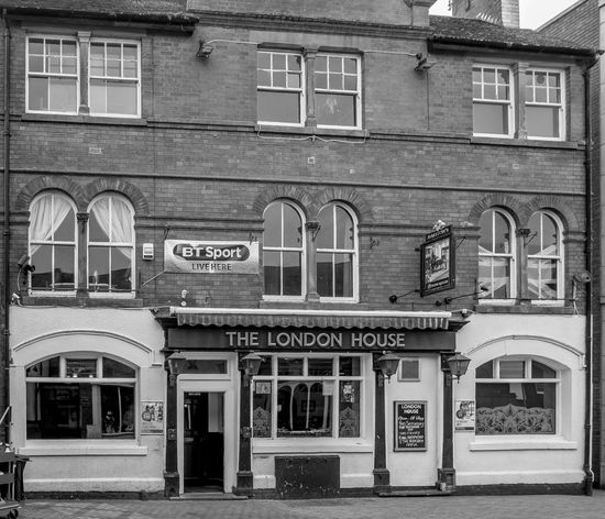 The London House, Chapel Street, Rugby, Warwickshire Pubs Rugby Pubs FUJIFILM X-T10 Architecture Monochrome Black And White Rugbytown Warwickshire Rugby