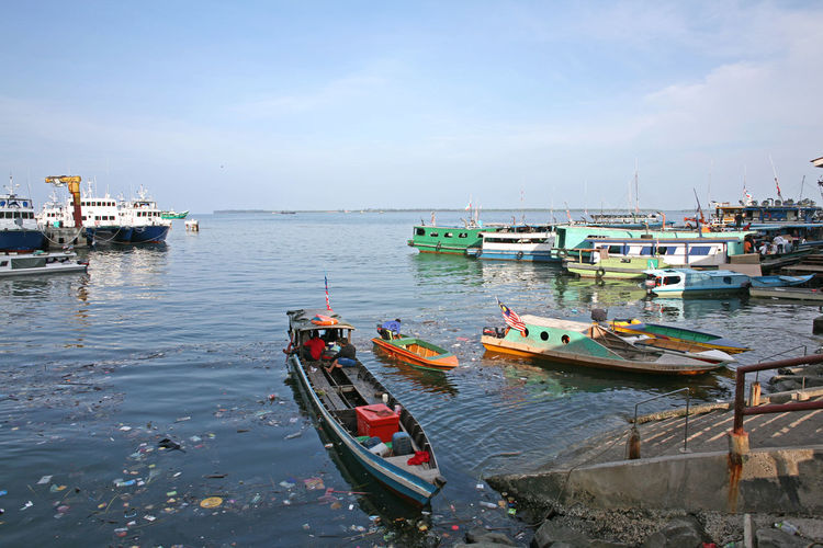 Cityscape Polluted Water Tourist Attraction  Travel Boats Habour Malaysia Polluted Portrait Sandakan Sandakan Borneo Sea Travel Destinations Waterfront
