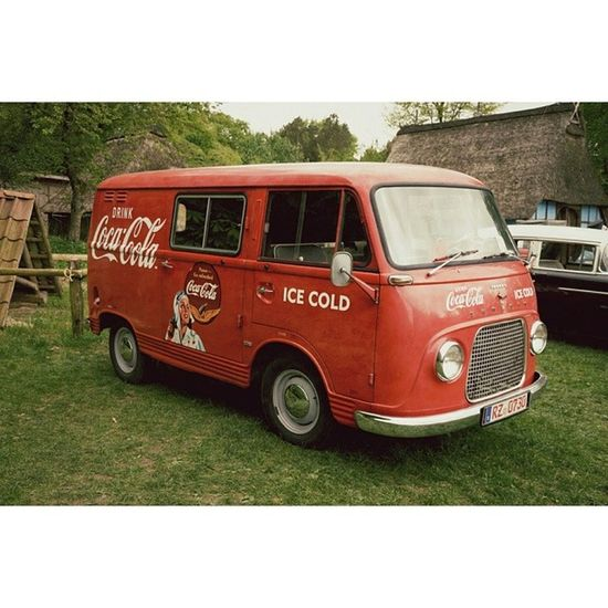 The grandpa of the Coca Cola truck ;-) Cocacola Vintage Car Transporter red auto yesteryear