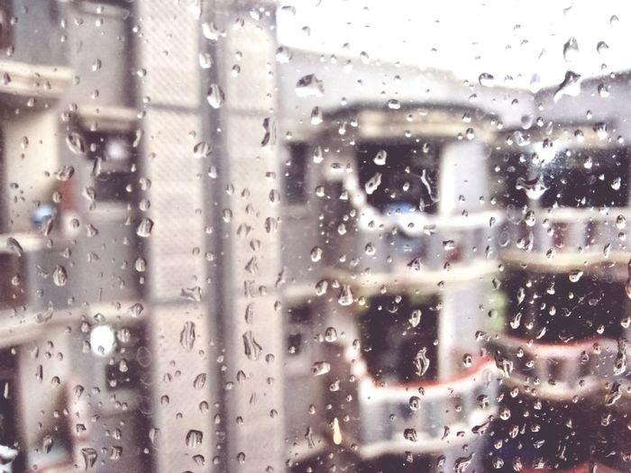 Rainingggg. :') Dropsonmywindow Rainsarethebest