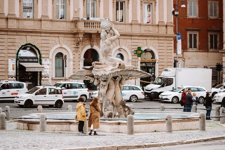 Statue of street and buildings in city