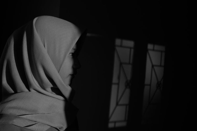 Hijab Sunlight Girl Blackandwhite Sunlight And Shadow Shadows & Lights Portrait Light Black And White Shadow Dark Close-up EyeEmNewHere The Street Photographer - 2018 EyeEm Awards