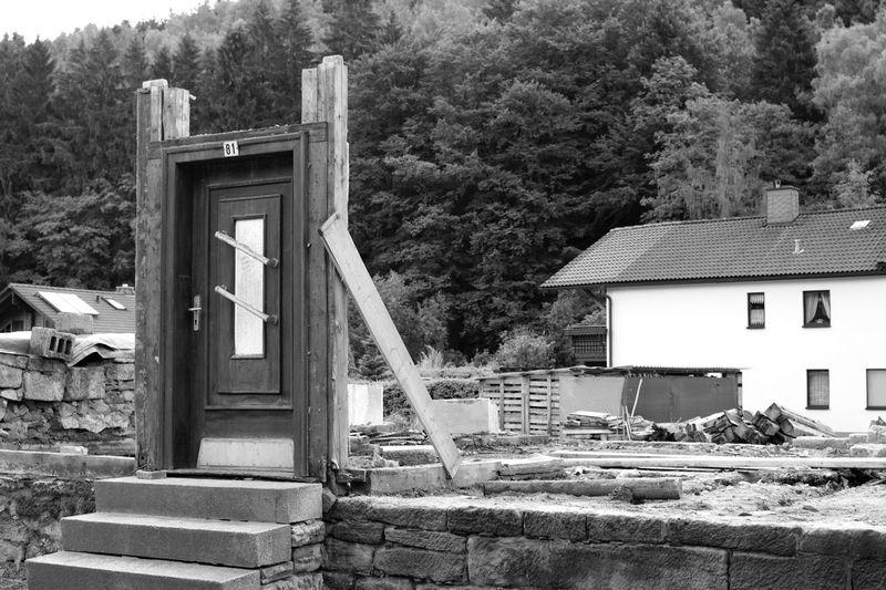 Secret Door in Schleusegrund / Schönbrunn 😱🎭 Blackandwhite From My Doorstep Shades Of Grey Check This Out Black & White Minimalist Architecture Canon EOS 700D EF 35mm f2