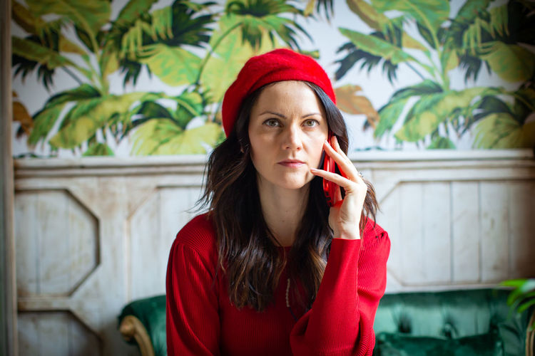 Young Adult Young Women One Person Portrait Front View Red Real People Long Hair Clothing Lifestyles Leisure Activity Headshot Looking At Camera Hair Holding Hairstyle Casual Clothing Beautiful Woman Contemplation Beret Speaking On The Phone