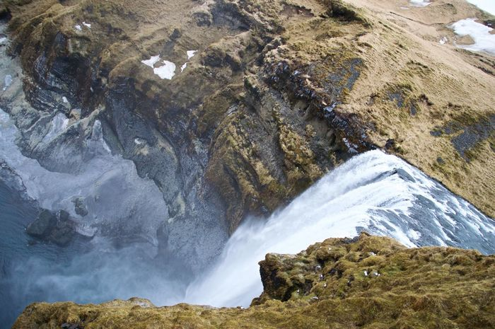 Cliff Cliffside Geology High Angle View Iceland Majestic Moss Nature Outdoors Physical Geography Power In Nature Roadtrip With The Cousins Rocky Rough Skogafoss Spray Stream Thawing Out Water Waterfall