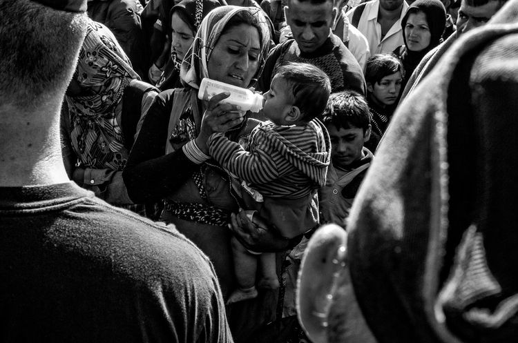 Untold Stories Refugees Helping Refugees Blackandwhite Blackandwhite Photography The Moment - 2015 EyeEm Awards The Photojournalist - 2015 Eyeem Awar Photography Popular Photos Peoplephotography