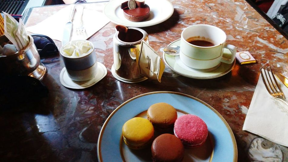 Trè bon! Coffee Time Coffee Break French Food Macarrons French Pastries Hot Chocolate Chocolate Tart French Cuisine French Coffee Afternoon Coffee Afternoon Break