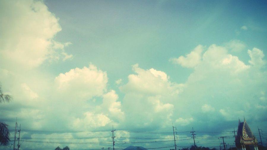 ก้อนเมฆ สดใส วันแสนสบาย มีความสุข อย่างเรียบง่าย