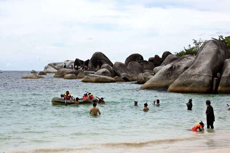 Adult Adults Only Adventure Belitong Belitong Beach Belitong Travel Destination Belitung, Indonesia Day Large Group Of People Nature Nautical Vessel Outdoors People Real People Sea Sky Tebing Tinggi Tebing Tinggi Beac Tebing Tinggi Beach, Belitong Transportation Water Women