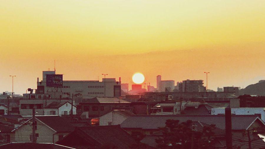 朝焼見ると頑張れる。 Sun