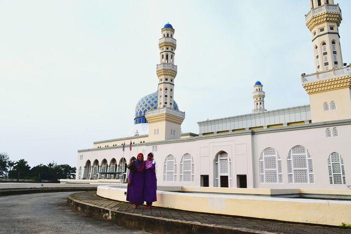 Kota Kinabalu Malaysia Landscape Mosque Muslim Woman Funtimes People Photography That's Me Wonderful View Urban Landscape