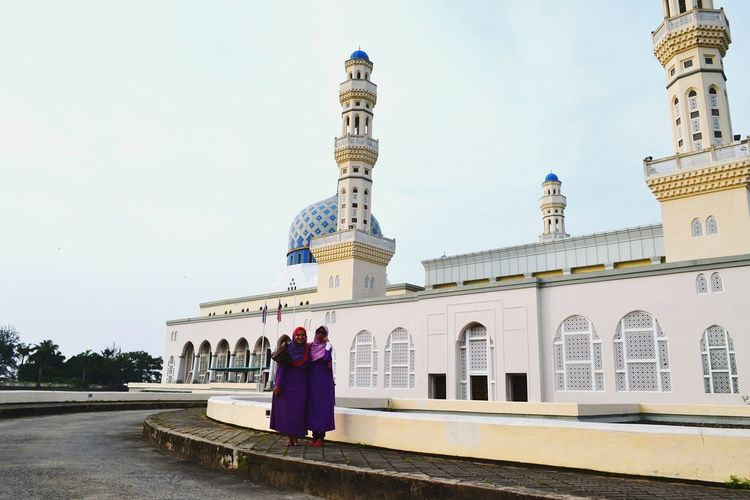Kota Kinabalu Malaysia Landscape Mosque Muslim Woman Funtimes People Photography That's Me Wonderful View Urban Landscape