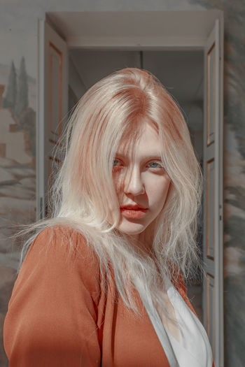 Portrait Real People Blond Hair Looking At Camera Hairstyle Long Hair Beauty Beautiful Woman White Hair Dyed Hair Bravery Stare Glance Blue Eyes The Week on EyeEm TheWeekOnEyeEM