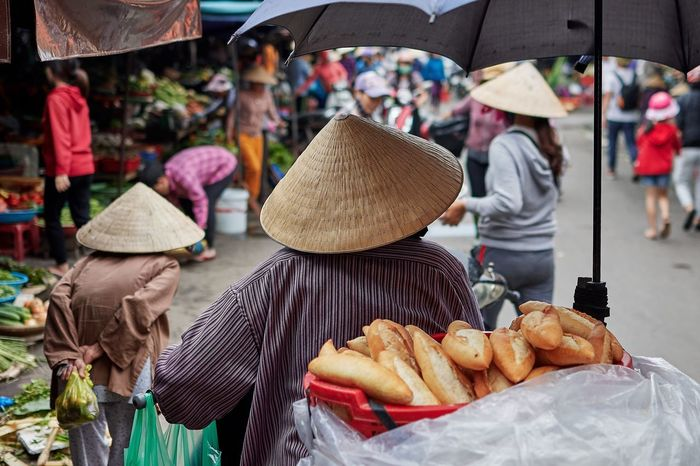 EyeEm Selects Oldwoman Asian Style Conical Hat Real People Market Vietnam Hoi An Nikon Streetphotography Streetmarkets NikonD500 Nikonphotography Conical Hat Bagette Bread EyeEmNewHere
