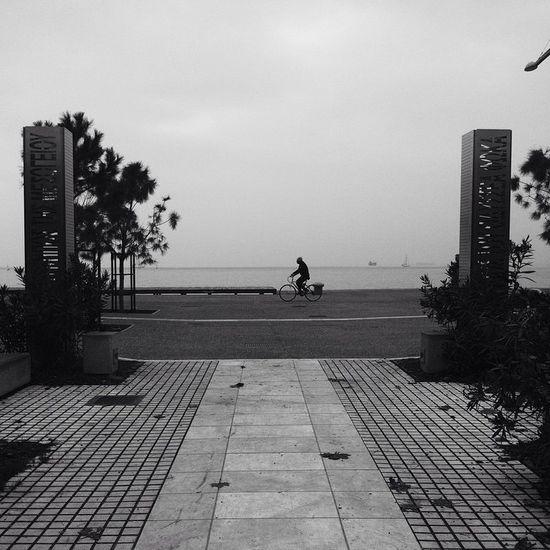A bike. Bnw Skg Skg_stories Ig_thessaloniki VSCO Vscocam November Nea_paralia Strolls Love It