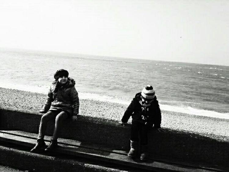 Two children sitting front Etretat