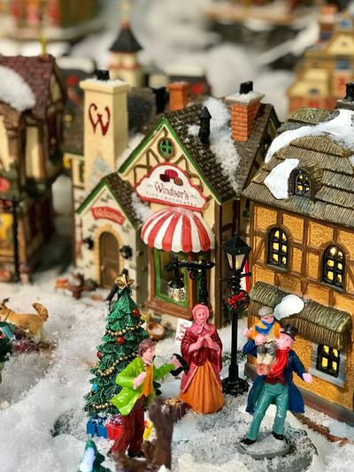 Architecture Real People Day Outdoors Building Exterior Built Structure Retail  Market Multi Colored City Christmas Decoration Art And Craft City Figurine  Cold Temperature Winter Statue