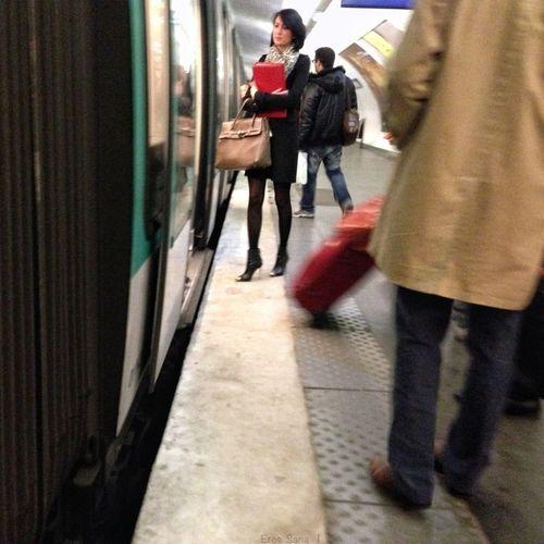 "#ParisSubway 459 • SUBWAY THROUGH MY EYES •• HIGH HEELS URBAN MUSUC | ""Red"" #HighHeelsUrbanMusic #ErosColors #SubwayThroughMyEyes #Iphone5"