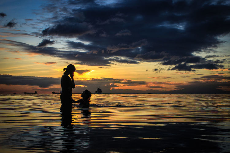 Mama Water Sea Sky Sunset Silhouette Child Beauty In Nature Cloud - Sky Nature Beach Childhood Scenics - Nature Emotion