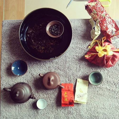 Insane tea drinking ritual with my Chinese homie @yangyyiliny ! Heavenlytea Midweek Exotocrituals Orientalawesomeness