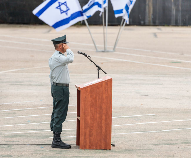 Mishmar David, Israel, Februar 21, 2018 : Ensign of the IDF stands near the podium at the formation in Engineering Corps Fallen Memorial Monument in Mishmar David, Israel Engineering Corps Fallen Memorial Monument Event Formation Jewish Patriotism Service Soldier Standing Uniform Warrior Armed Army Ceremony Day Education Group Idf Infantry Israel Defence Force Military Parade Professional Protection Training Weapon
