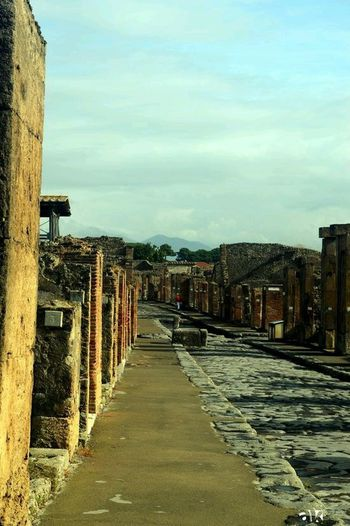 Streets of Pompeji Theseandthisphotography Travel Photography Travelling Pompeji AkPhotography Citiesworldwide Street Photography Photo Blogger Amazing Architecture