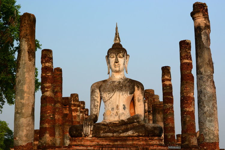 Wat Mahathat. Sukhothai historical park Ancient Architecture Buddha Buddha Statue Buddhism Buddhist Buddhist Temple Column Statue Sukhothai Sukhothaihistoricalpark Sunrise Thai Thailand The Past Tourism Travel Travel Destinations UNESCO World Heritage Site Miles Away