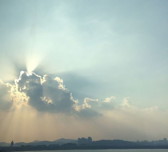 Cloud Sky Sky And Clouds Sunshine Backlight Counterlight 구름 하늘 햇빛 역광