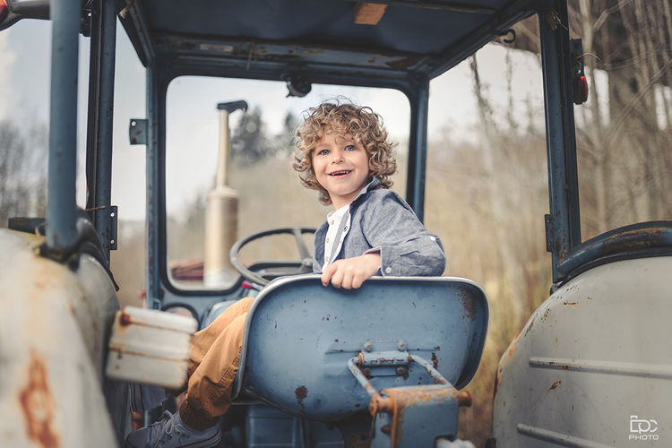 Traktor Moodyports Discoverportrait Portraitsvision Folkportraits Topshot Pic Bestpicture Bestoftheday Norway Boy Smile Happiness Happy Young Nice Portrait Child Childhood Portrait Smiling Curly Hair Car Happiness Off-road Vehicle Vintage Car