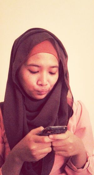 Do you ever get mad to your cellphone? Selca Hijabstyle  Hijab Muslimahtoday