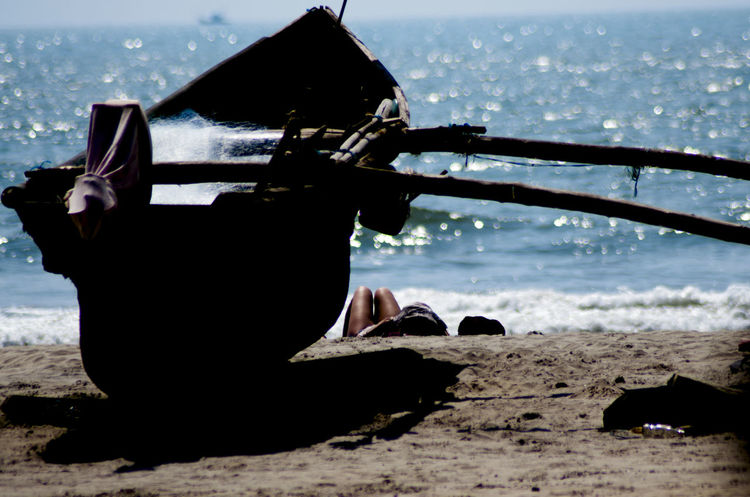 The shade of the sea. EyeEm EyeEmNewHere Reading Relaxing Silhouette Wood Beach Beachbody Beauty In Nature Blueandwhite Boat Horizon Over Water Landscape Legs Nature One Person Onthebeach Outdoors People Reading A Book Sand Sea Silhoutte Photography Sky Water