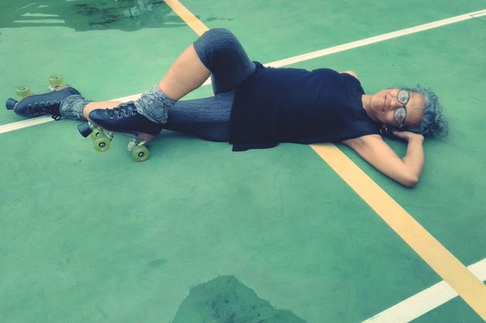 Eu e os meus patins. Amo muito!!! One Man Only One Person Only Men Exercising Adults Only Mid Adult Lying Down