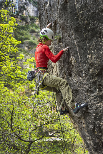 Extreme Sports Sport Rock Adventure Climbing Rock Climbing Activity Helmet Rope Safety Harness Leisure Activity Outdoors Climbing A Mountain Climb Sport Climbing Woman Girl Power 30-40 Years Caucasian Adventure Sports Limestone Mid Season Climbing Performance Dare Bold Determination Red White Helmet
