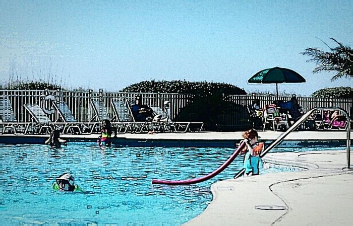Relaxing At The Pool Childsplay Having Fun :) Beautiful Day Funtimes Peoplewatching Lovephotoapps Vacation Time Sunny Day Life Is A Beach Enjoying The View Taking Photos Capture The Moment