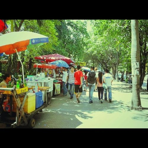 Igasia IGDaily Manila Chaos Sidewalk Tax Violators Itsmorefuninthephilippines ?Streetstyle Streetphotography