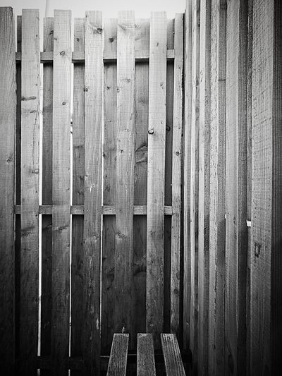 Wood Wood - Material Fence Blackandwhite Full Frame Outdoors Day No People Quiet Moments Lines Patterns In Nature Patterns Everywhere Textured  Mobilephotography EyeEm HuaweiP9 AtWork🀄️ Monochrome Minimalist Architecture