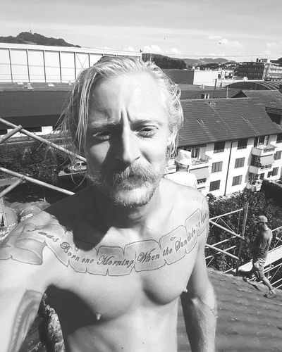 Hello World That's Me At Work! Rooftopsurfer Hippielife Weed Life Enjoying The Sun