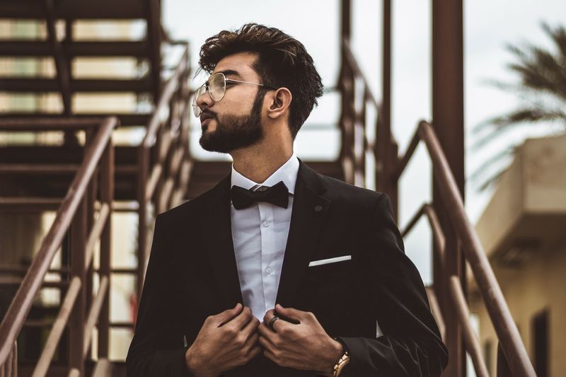 Classic EyeEm Selects One Person Young Adult Suit Business Men Portrait Well-dressed Males  Menswear Focus On Foreground Handsome Standing Architecture Clothing Adult Formalwear Young Men Necktie Businessman Hairstyle The Portraitist - 2019 EyeEm Awards