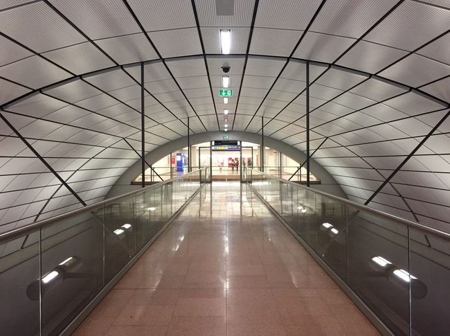 Tiled Floor Indoors  Architecture Illuminated Built Structure Day Indoors  Futuristic Construction Iphone6 Ceiling Hamburg Airport Hamburg Airport Perspective Building Connection Glass Hallway Modern Modern Architecture Urban Reflection