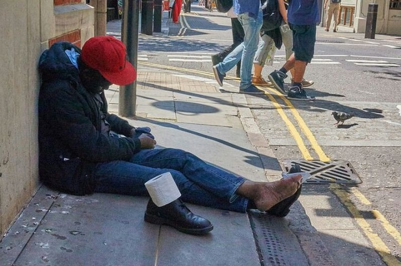 Street Adult Outdoors Day Human Body Part Sitting Streetphotography Streetphoto Documentary Photography Street Photography Streetdreamsmag Fitzrovialitter London Calling Candidshot One Person Streetphotographer LONDON❤ One Man Only Pavement Urban Toilet Roll Red Foot Street Photo City