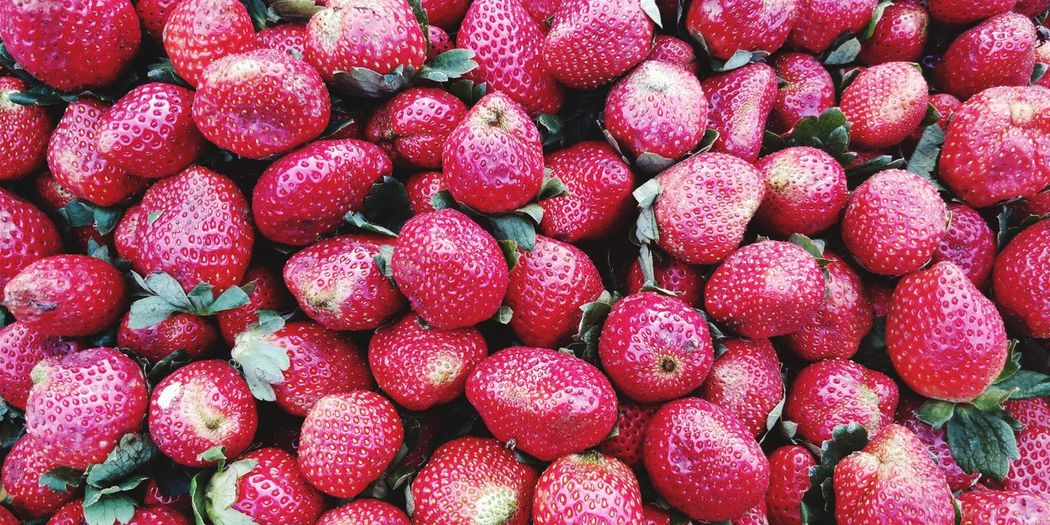 EyeEm Selects Fruit Red Food And Drink Healthy Eating Freshness Large Group Of Objects Food Full Frame No People Backgrounds Close-up Day Outdoors Strawberry Abundance Street Pattern Supermarket Freshness Food And Drink