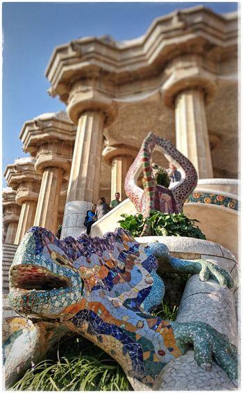 Antoni Gaudí Parkguell Barcelona Antonigaudi Barcelonalove BunteFarbenüberall Place2Be Multi Colored Bunte Welt Traveldestination Travel Destinations Salamander Mosaic Art Mosaicart