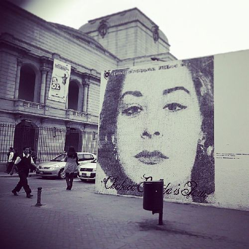 Por las calles de Lima (mural a Chabuca Granda) Limaperu Igersperu Streetphotoperu Streetphotography photography picture pics instaphoto tagsforlikes blackandwhite face arquitectura archidaily galaxys3 frente al teatromunicipal jiron ica 2013