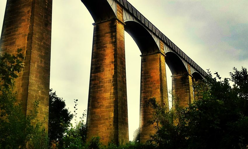 pontcysyllte aqueduct carries the Llangollen canal over the Dee valley Architecture